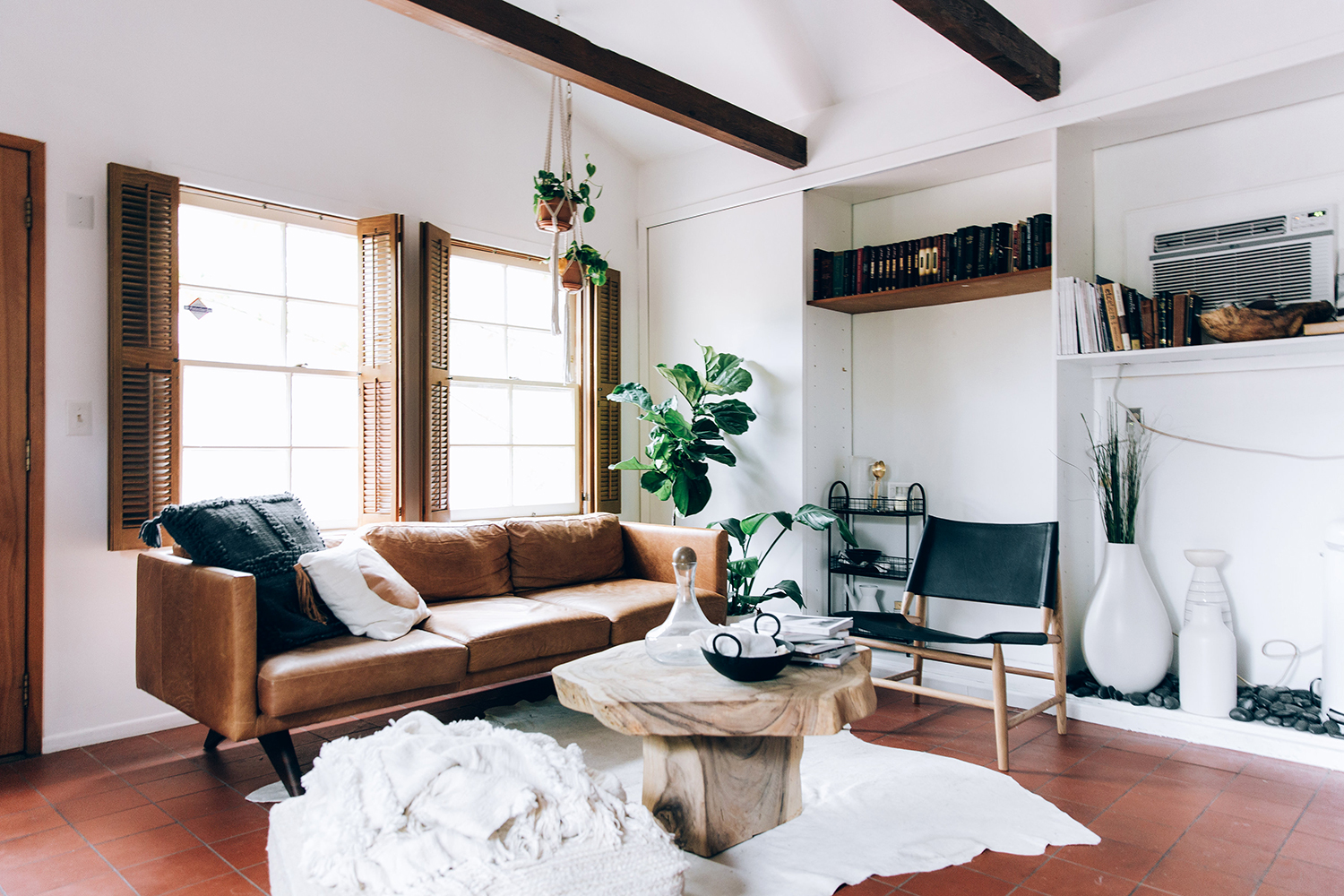 Light and Life in an LA Bungalow   Rue