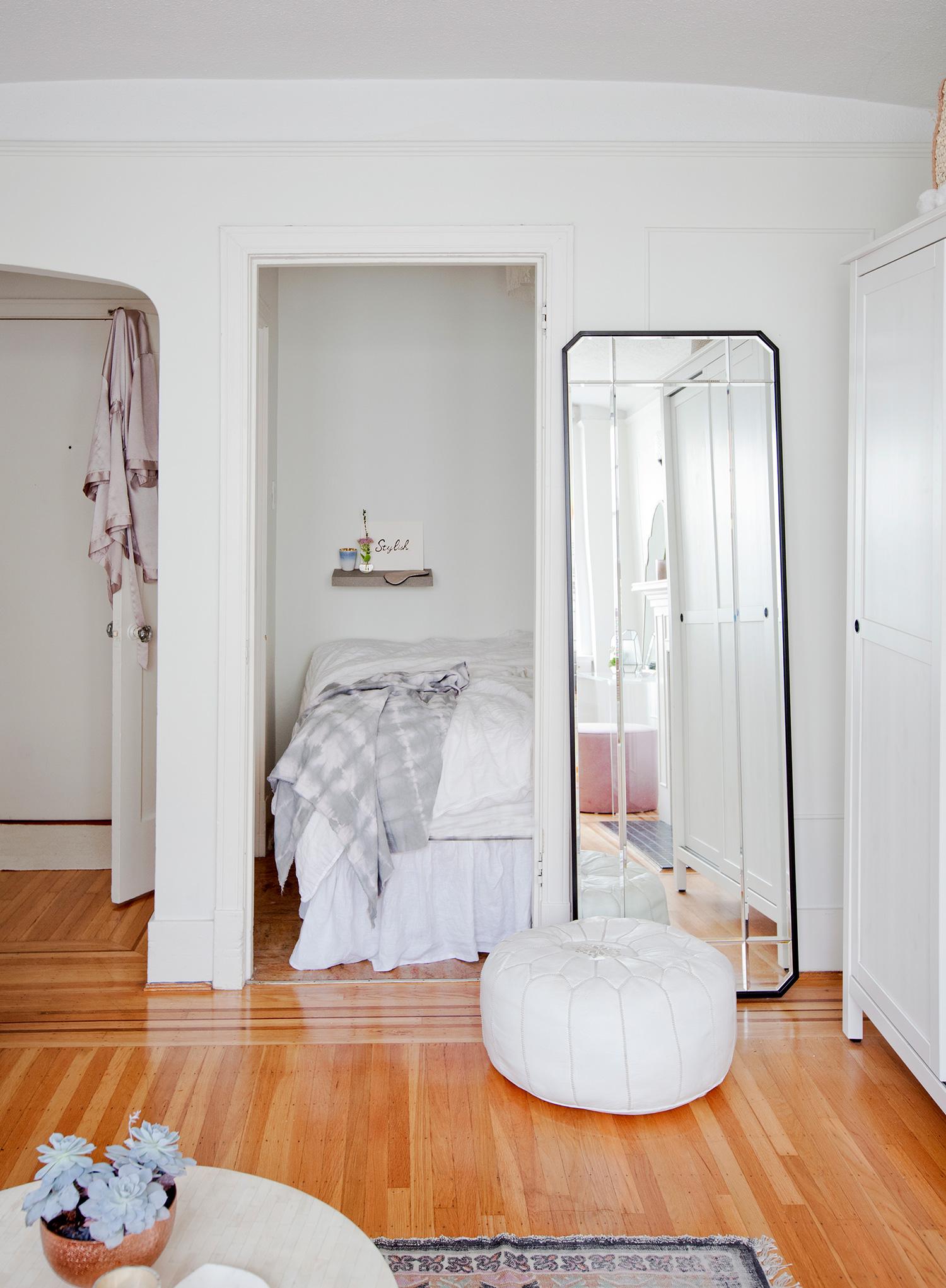 erin chow s bright white alcove studio in vancouver rue. Black Bedroom Furniture Sets. Home Design Ideas
