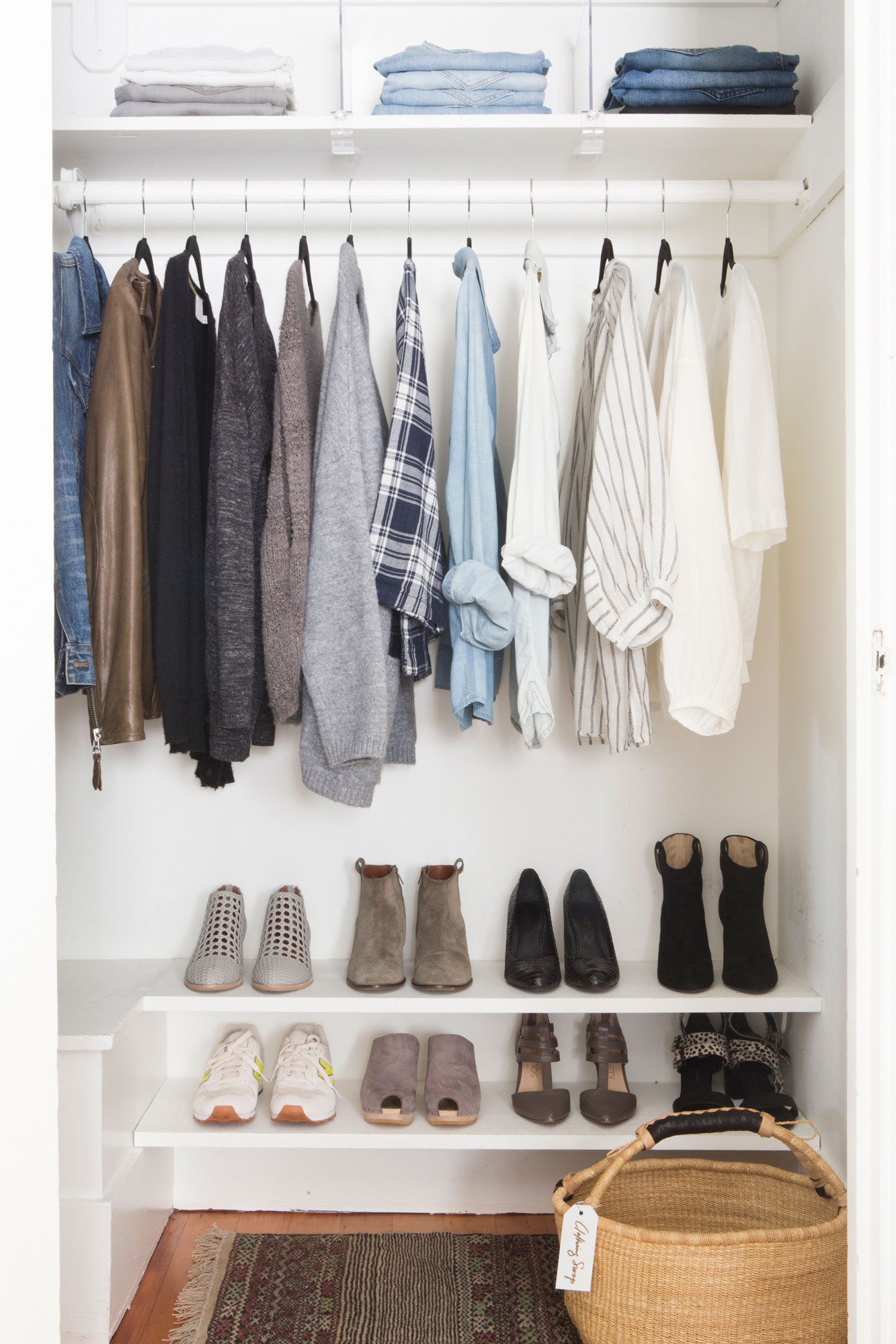 5 simple steps to a streamlined stylish closet rue for Minimalist living clothes