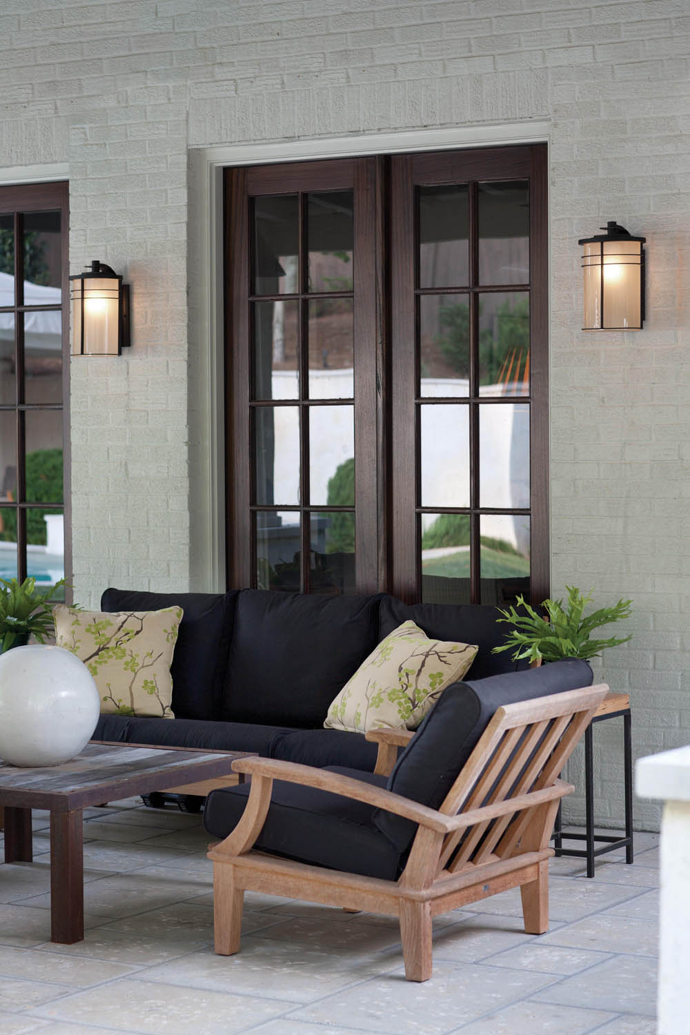 Selecting Outdoor Lighting With Hinkley