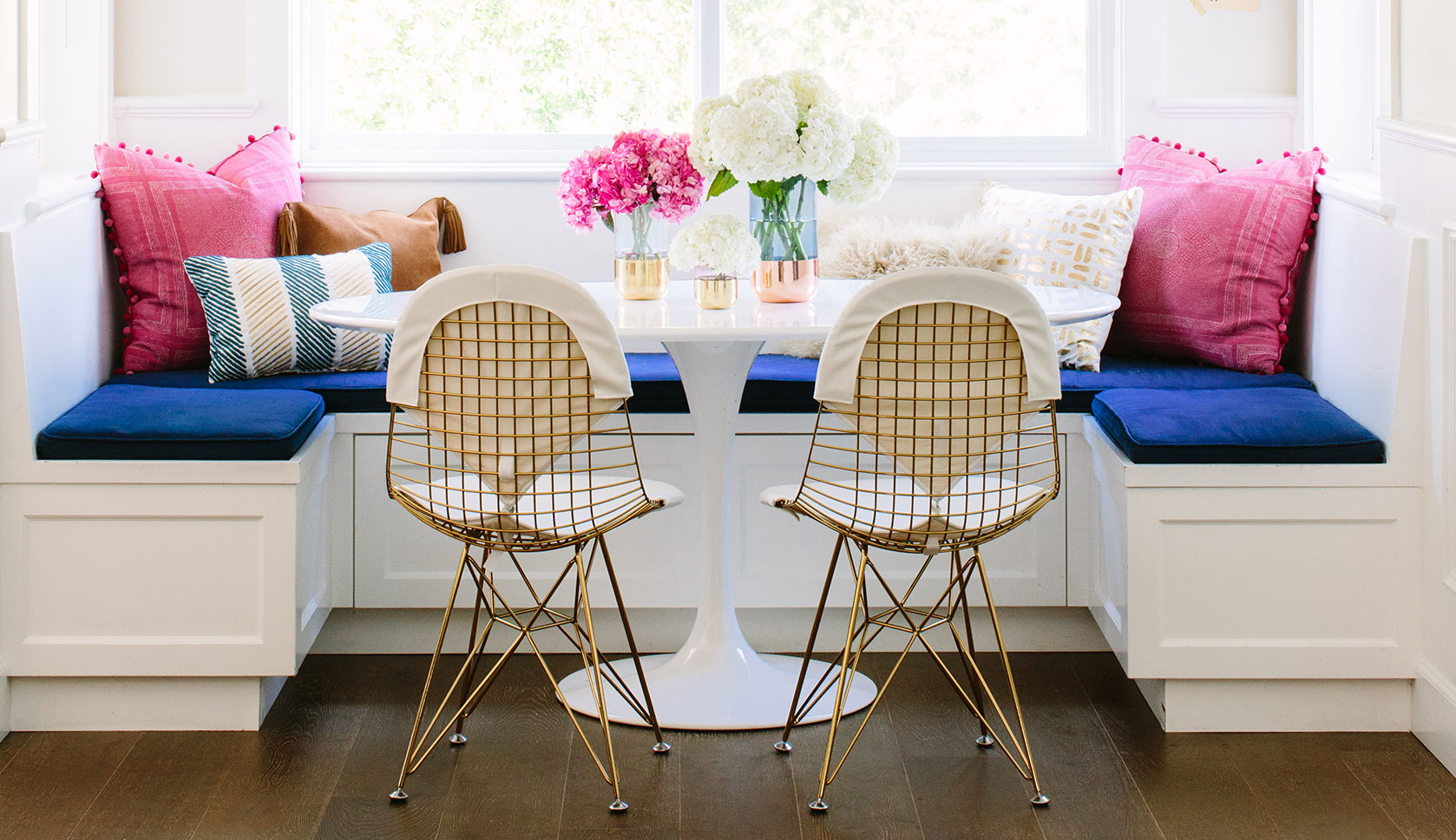 A colorful breakfast nook in los angeles rue - What is a breakfast nook ...