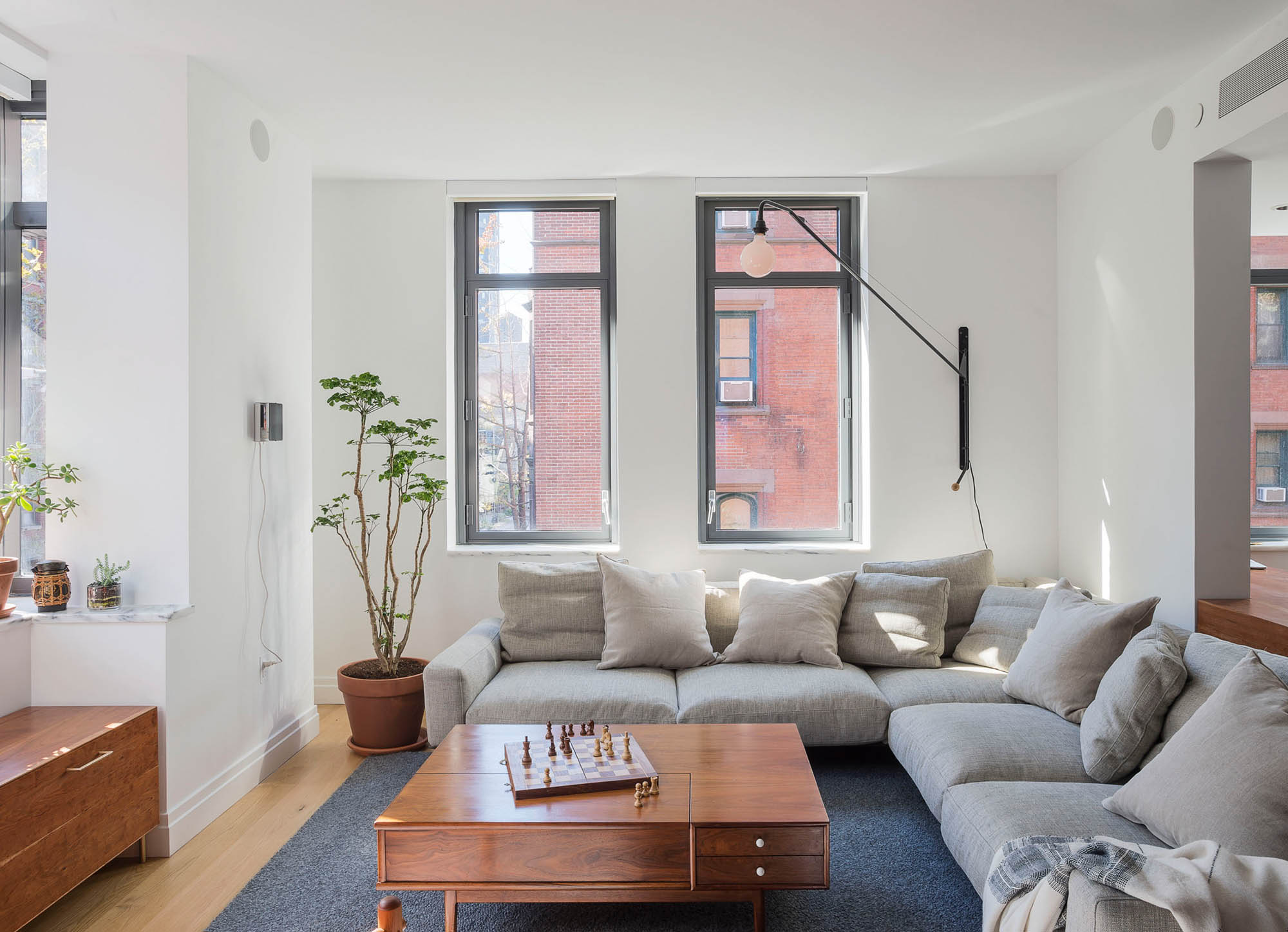 A Modern Apartment in New York City\'s Gallery District   Rue