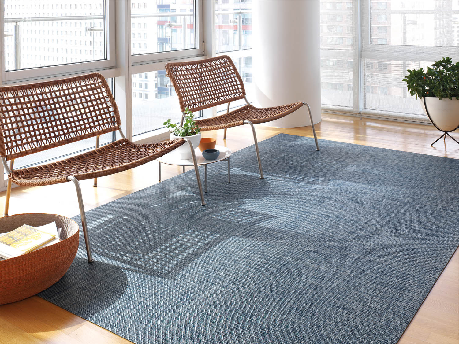 Chilewichs spring summer 2018 collection rue chilewich has launched a collection of indooroutdoor rugs the basketweave floor mat in denim is a great option to give that casual feel to a high traffic dailygadgetfo Images