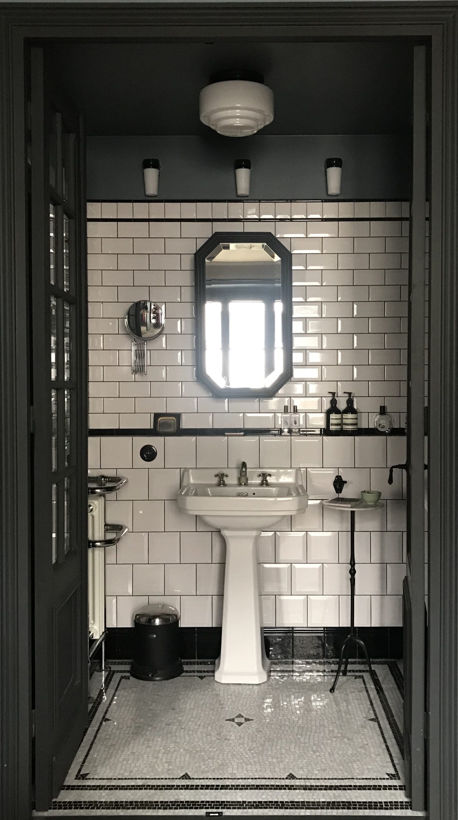 1920s-Style Bathrooms That Inspire | Rue